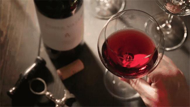 一支红酒放不好就坏了,环境储存很重要